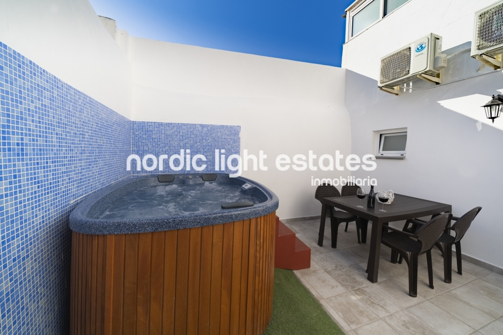 Similar properties Carabeo45. Bright, central and with jacuzzi
