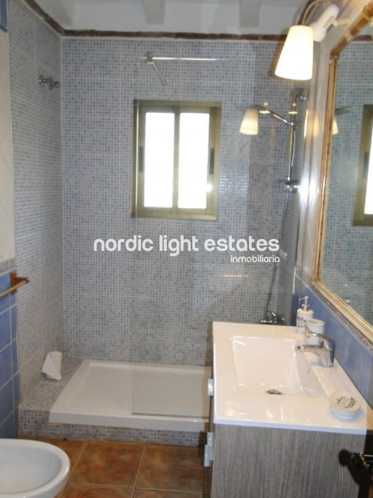 Propiedades similares Espléndida villa situada en Nerja. Amplia y luminosa. Piscina y parking privados.