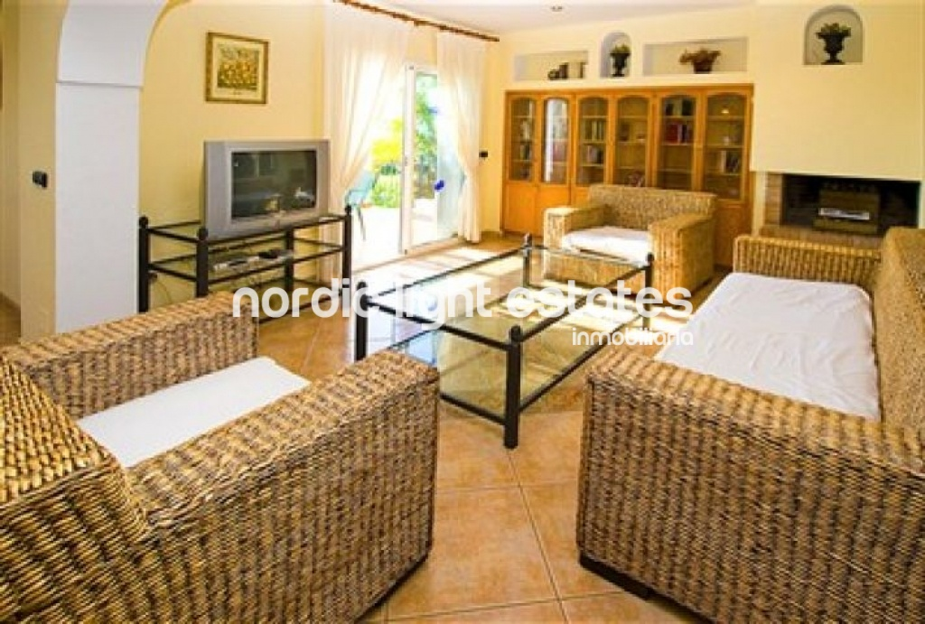 Similar properties Excellent villa located in Nerja. Next to the centre and the beach. Private swimming pool and parking.
