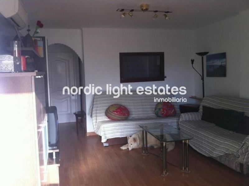 Lindo apartamento en una urbanización en Torrox Costa