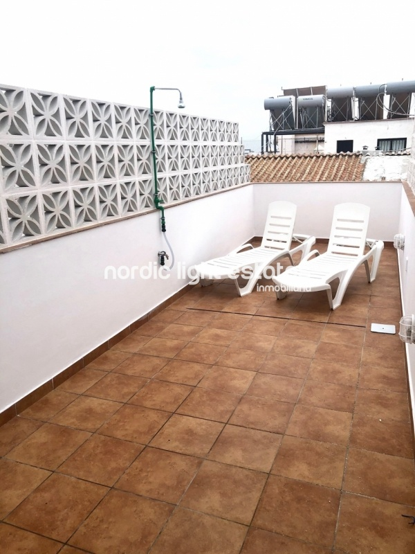 Very spacious studio with private roof terrace