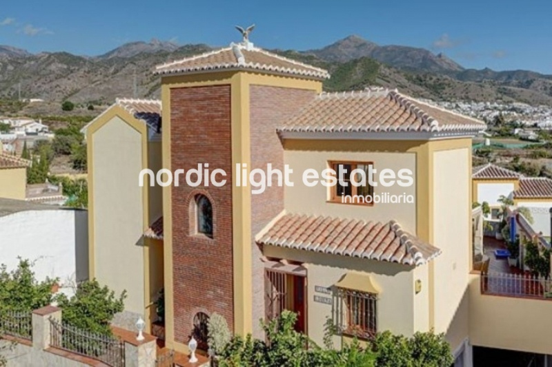 Large detached villa on the outskirts of Nerja