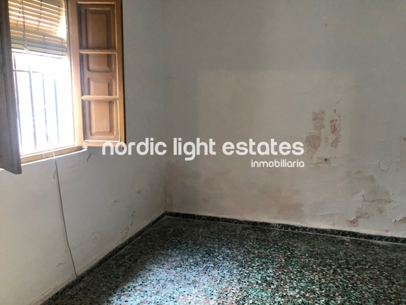 Townhouse to renovate with a lots of potential