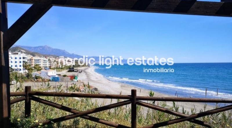 Ático en primera línea de playa (Torrox Costa)
