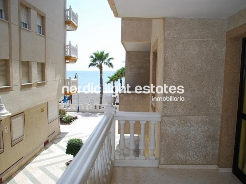 Similar properties Large apartment with 4 bedrooms next to the sea